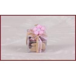 Fleur rose sur boite