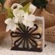 Orchidées sur fleur métal brune