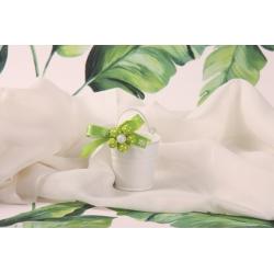 Fleur verte sur seau blanc
