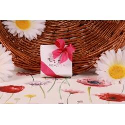 Caritas blanc ruban fuchsia - Boîtes à dragées - Dragées Braquier