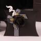 Fleur noire sur mini Sonia vichy - Boîtes à dragées - Dragées Braquier