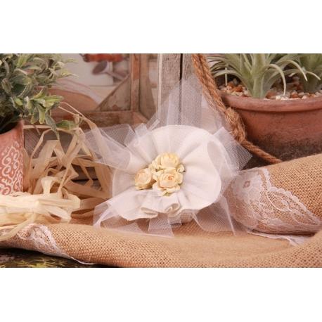 Bouquet écru sur tulle quadrillé - Boîtes à dragées - Dragées Braquier