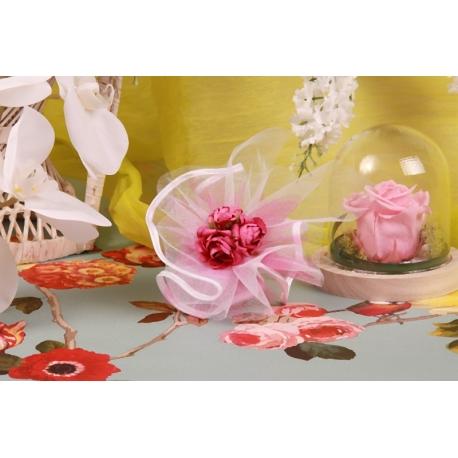 Bouquet fuchsia sur tulle