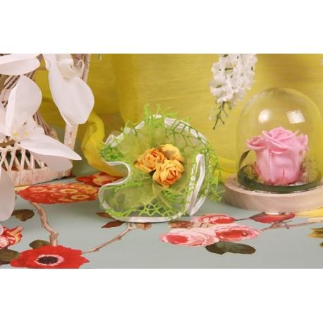 Bouquet jaune sur tulle