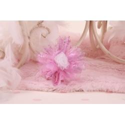 Fleur blanche sur tulle lilas