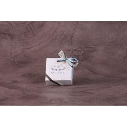 Caritas blanc, rubans chocolat et bleu ciel - Boîtes à dragées - Dragées Braquier