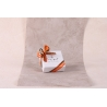 Caritas blanche, ruban orange et chocolat - Boîtes à dragées - Dragées Braquier